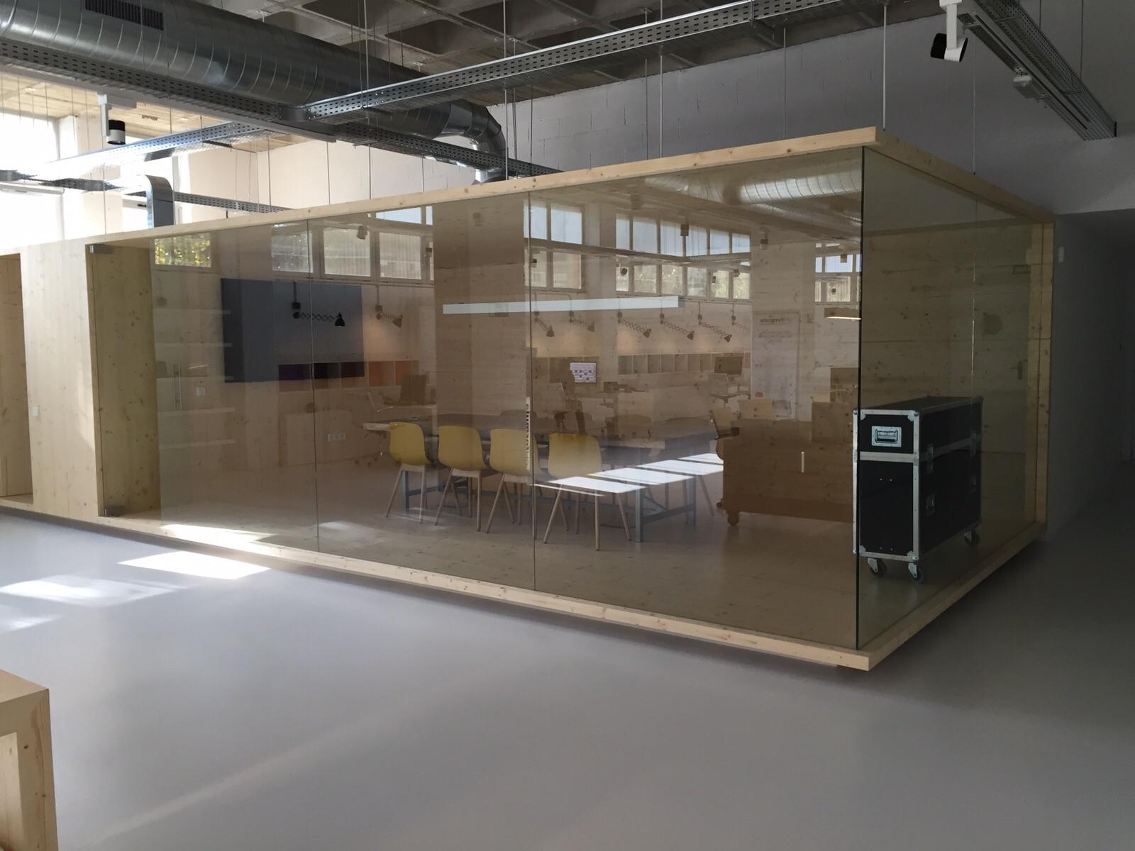 Mamparas de oficina barcelona cristaleria aluspai for Mamparas de vidrio para oficinas